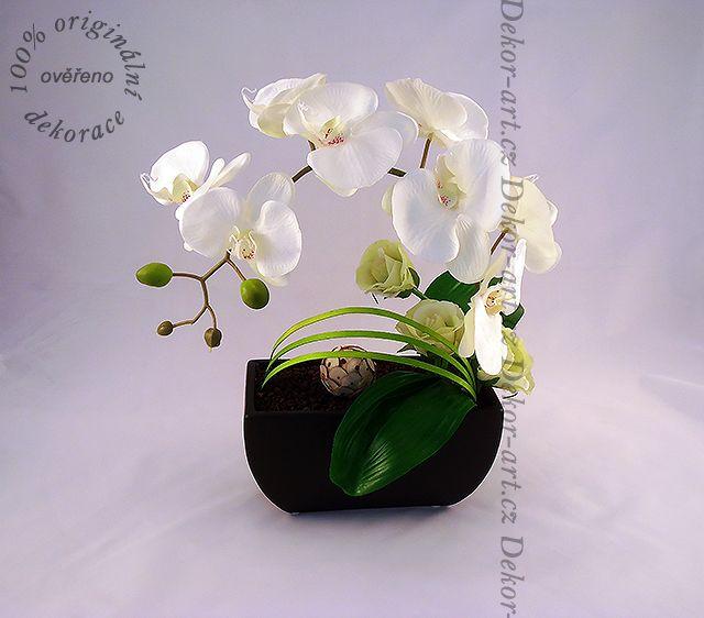 Designová květinová dekorace inspirovaná Ikebanou.