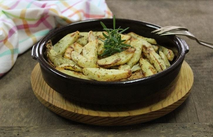 Para que disfrutes de las patatas como más te apetezca: rellenas, asadas, en forma de gajo... Una recopilación del blog HOGAR Y OCIO.