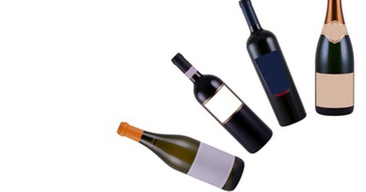 Cosas que puedes hacer con las botellas de vino vacías. Para el bebedor de vino que disfruta de una copa o dos por la tarde, o para alguien que acaba de hace una gran fiesta, las botellas de vino se suman rápidamente. Tirarlas a la basura es aburrido y poco amigable con el medio ambiente. Las botellas de vino son maravillosamente versátiles y se pueden utilizar de muchas formas divertidas e ...