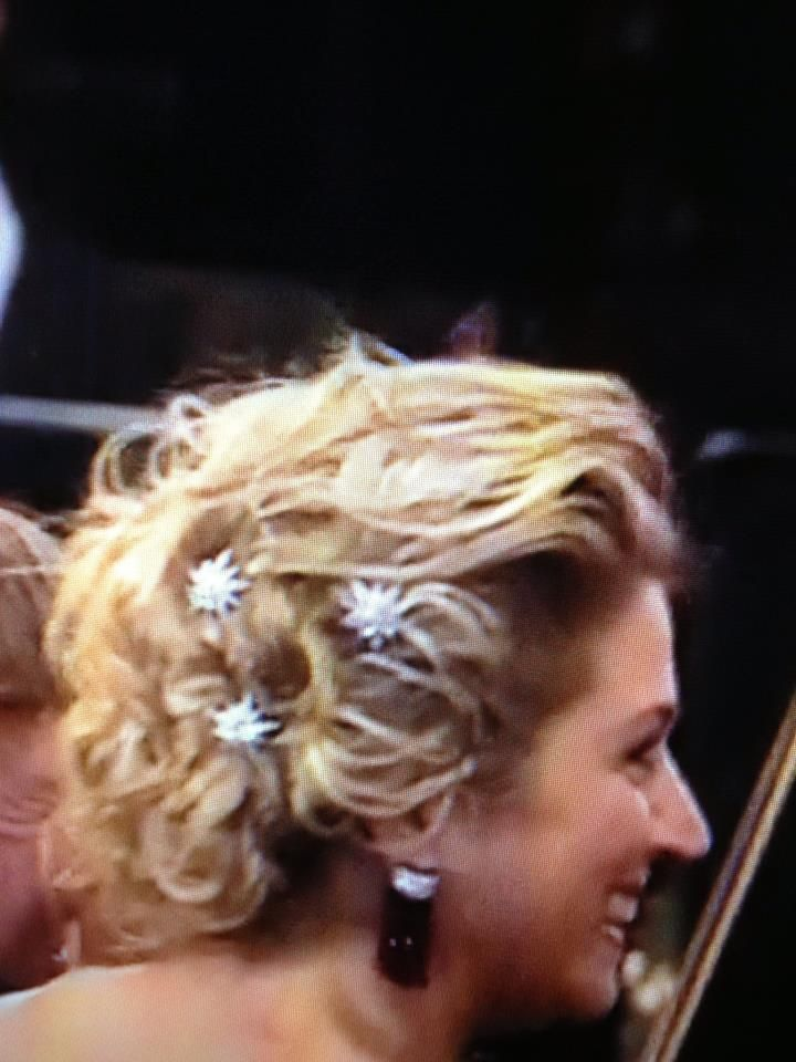 """These diamond stars can also be part of the queen Emma diamond #tiara. Queen #Maxima follows a """"sisi"""" tradition to wear them in her hair (photo from her coronation day tour). #RoyalTiara"""