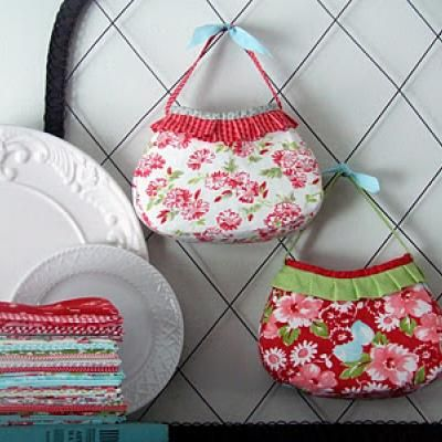 Girl's Party Purse {Free Pattern}. Made this for Tessa - so easy and cute.