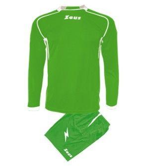 Zöld-Fehér Zeus Sparta Focimez Szett rugalmas, kényelmes, kopásálló, könnyen száradó, rövid ujjú mezzé alakítható, karcsúsított vonalvezetésű focimez szett. Méreteinek köszönhetően, az utánpótlás számára is, remek, magabiztos választás. Zöld-Fehér Zeus Sparta Focimez Szett 6 méretben és további 11 színkombinációban érhető el. - See more at: http://istenisport.hu/termek/zold-feher-zeus-sparta-focimez-szett/#sthash.zIuff7Yh.dpuf
