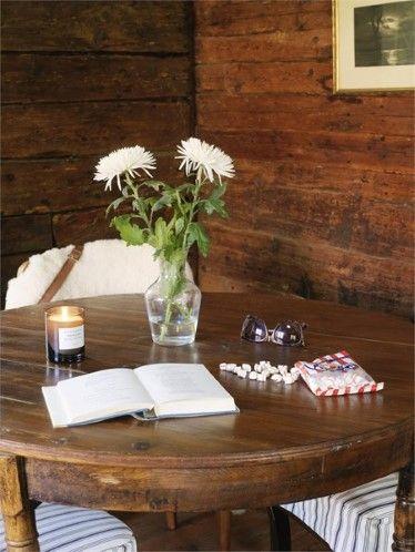 Il tavolo dovrebbe essere rotondo e si dovrebbero evitare spigoli aguzzi,le forme quadrate, scaffali e altri elementi che non lasciano fluir...