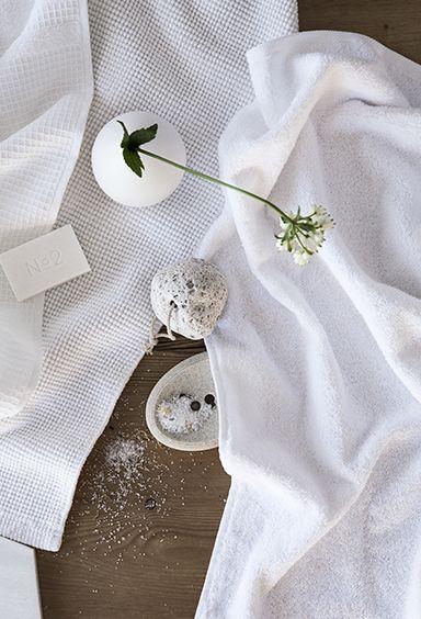 Fina handdukar till badrummet i vitt.