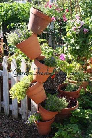 PotTowerwtmkFun Stacked, Herbs Planters, Home Decorating, Herbs Gardens, Flower Pots, Planters Towers, Flower Tower, Diy Home, Clay Pots
