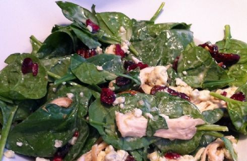 Idee per insalata di farro: con gorgonzola, spinaci e pomodori secchi