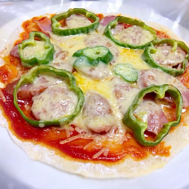 簡単にピザ生地〜(*^^*) 夜ごはんにしました♪ 美味しかったです(^ω^) - 53件のもぐもぐ - *seiko*さんの料理 今日のお昼は超簡単✨発酵なしの お手軽ピザ by かおり