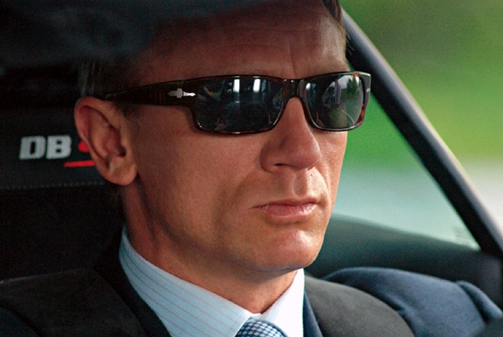 Persol zonnebril voor Daniel Craig in de James Bond film ...