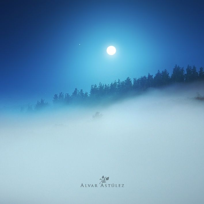 White moon by Alvar Astúlez on 500px