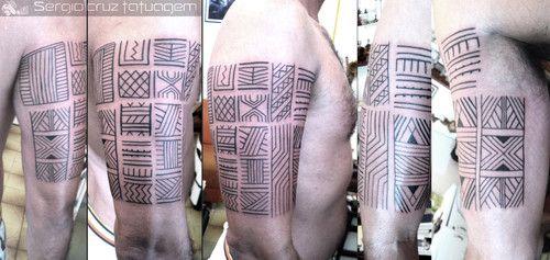 Grafismo+Indgena+:+Kayaps.+Trabalho+realizado+apos+horas+de+pesquisa+e+horas+de+tattoo.+A+partir+de+pintura+realizada+pelos+proprios+indios+no+brao+de+meu+cliente+que+fotografou+a+arte+enquanto+visitava+a+aldeia+e+adaptei+a+uma+tatuagem+definitiva.  Confira+tambm+meus+trabalhos+em: http://www.fotolog.com/scruztatuagem  Atendimento+com+hora+marcada+-+Agende+seu+horario: Tijuca+(Maracan)+-+Ligue+direto:21-9136-8616  e-mails+para:+sergiocruz@tattoojah