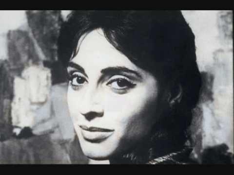 """Η Φλέρυ Νταντωνάκη και η Δήμητρα Γαλάνη ερμηνεύουν το παραδοσιακό ηπειρώτικο τραγούδι """"Χαλασιά μου"""" στη σκηνή της """"Ρωμαϊκής Αγοράς"""" το καλοκαίρι του 1985"""