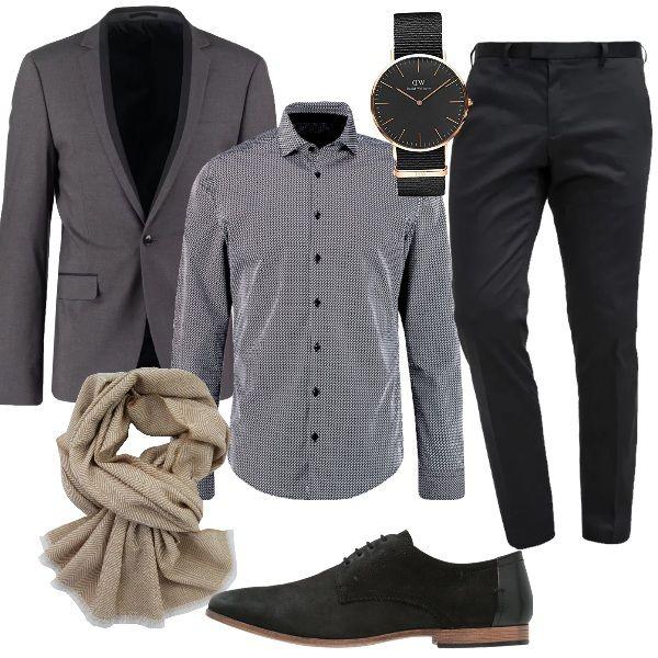 Per una cerimonia informale, senza abito, ho scelto pantaloni eleganti black, camicia elegante schwarz e giacca grey. Completo il look, per uno stile unico e inconfondibile, con sciarpa in lana sui toni del beige, stringate black con effetto scamosciato e orologio nero.