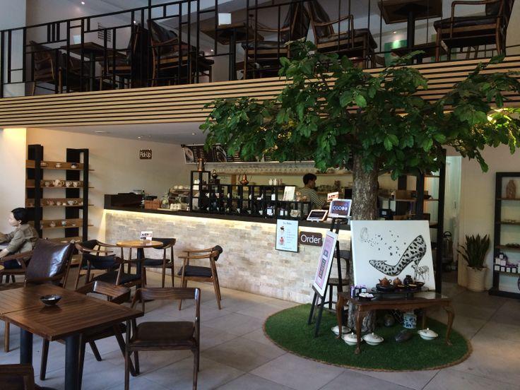 FONTAINE DE FORET Gallery Tea House 폰텐드포레는 도심속의 작은 숲, 선릉의 아름다운 전경과 어우러진 편안하고 행복한 문화공간입니다. 바쁜 일상 속 특별한 선물이 되어줄 예술가들의 작품을 차 한잔의 여유와 함께 즐길 수 있는 곳.