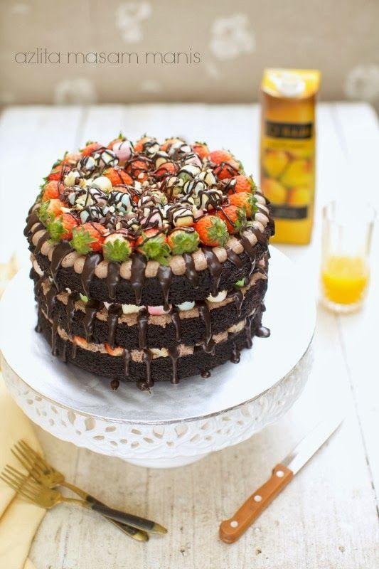 Kek ni di tempah oleh adik kita di FB. hari tu kakaknya tempah ini adiknya pula. Jika kakak minta buatkan kek Kit Kat M&M, adiknya pula i...