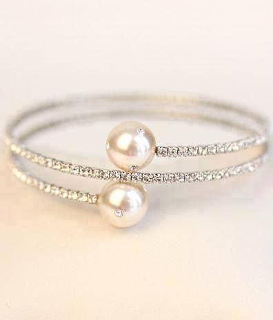 This ring is so very pretty. Diamonds and pearls are a match made in heaven!