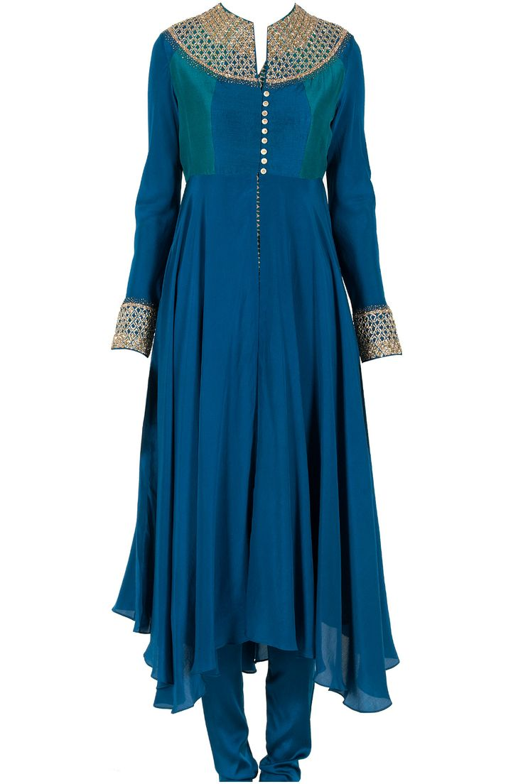 Blue embroidered kurta with printed inner available only at Pernia's Pop-Up Shop.