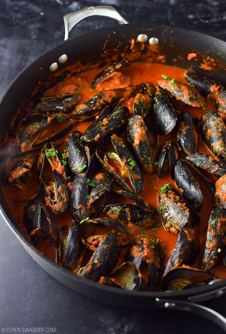 "MUSSELS IN SPICY ARRABBIATA SAUCE  Now to ""spice up"" (no pun intended), maybe the world's most basic recipe, I like to add minced garlic, chopped parsley, and cream. It gives the arrabbiata sauce a creamier texture and makes the dish a little more dynamic."