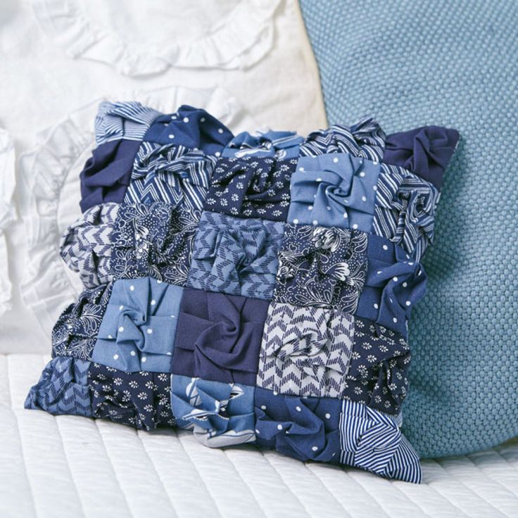 Sew handmade pillows pillowcases and pillow shams to match any decor--no matter how often you change it out! Our free pillow patterns feature both neutral ... & 73 best Sew Easy Pillows images on Pinterest | Sewing pillows ... pillowsntoast.com