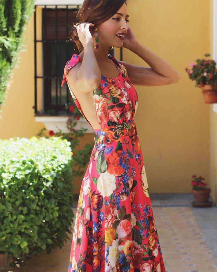 """1,683 Me gusta, 43 comentarios - Rocío Osorno (@rocioosornocostura) en Instagram: """"Ya están disponibles en nuestra tienda online los dos nuevos vestidos Rosalia en distintos…"""""""