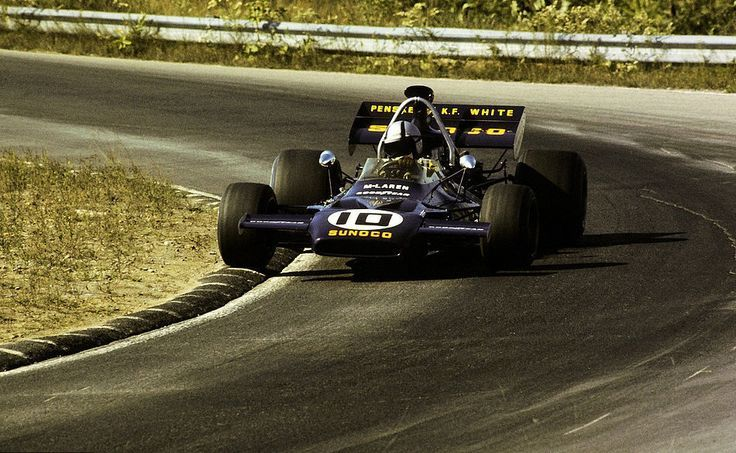 #10 Mark Donohue (Usa) - McLaren M19A (Ford Cosworth V8) 3 (8) Penske-White Racing