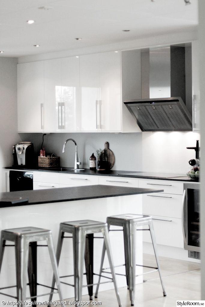 ballingslöv kök,högblankt,vitt kök,industrimodernt,tolix,tolixstolar,industrialchic,kök,köksö