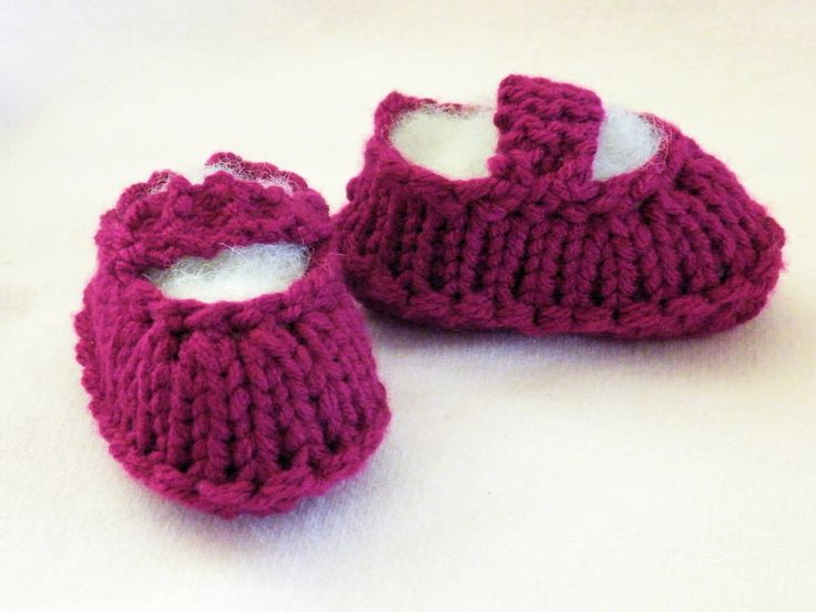 How to Loom Knit Ballet Booties Size 6-12month old baby. Link to written patt...