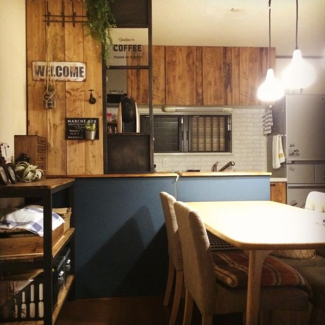 taako-23さんの、DIY棚,いなざうるす屋さん,BRIWAX,フェイクグリーン,壁紙屋本舗,男前,DIY,ダイニング,板壁,照明,イマジンウォールペイント,キッチンカウンターDIY,Overview,のお部屋写真