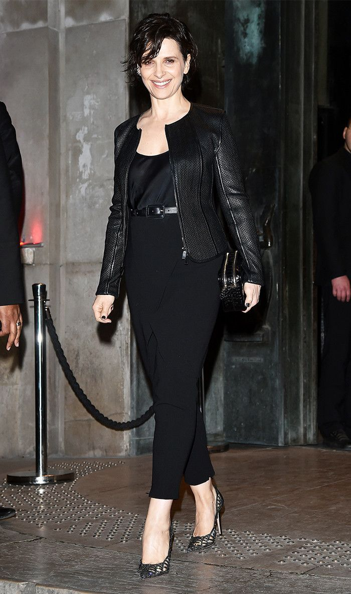 Juliette Binoche looking classic. sleek and SEXY at 53. Get 40+ #style support at www.WorkingLook.com #maturista