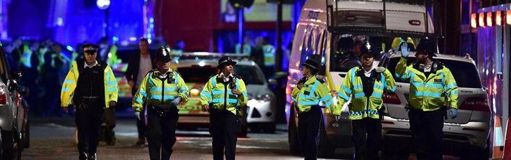 Chaos na terreuraanslagen in hartje Londen. Zie hier hoezeer de stad in de greep van terreur is - http://www.ninefornews.nl/chaos-terreuraanslagen-hartje-londen/