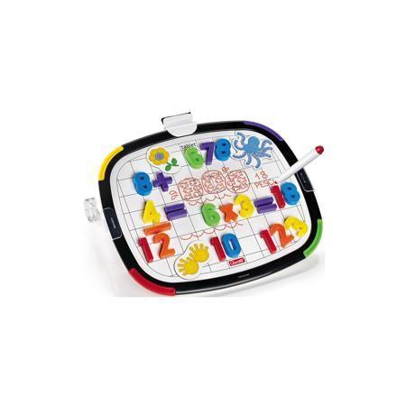 Quercetti Магнитная доска из 48 элементов и 10 карточек, Quercetti  — 2550 руб.  —  Магнитная доска из 48 элементов и 10 карточек, Quercetti (Кверсетти).  Характеристики:  - В наборе: двусторонняя магнитная доска, 48 различных цифр и математических знаков, 10 магнитных карточек, маркер для рисования, губка для стирания маркера, 2 подставки для доски - Размер доски: 32 х 28 х 9,9 см. - Материал: высококачественный пластик - Упаковка: картонная коробка с ручкой - Размер упаковки: 39 х 29 х 6…