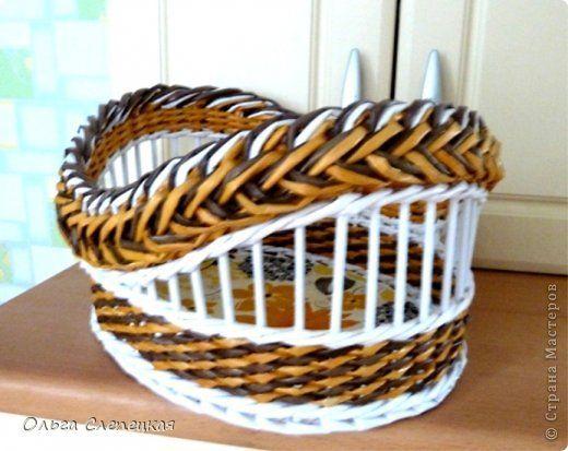 Поделка изделие Плетение Моя ГОРДОСТЬ  Третья КОРЗИНКА  из этой серии загибок коса   Трубочки бумажные фото 3