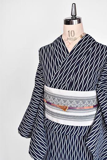 紺と白のバイカラーで染め出された立涌縞が小粋な注染レトロ浴衣です。