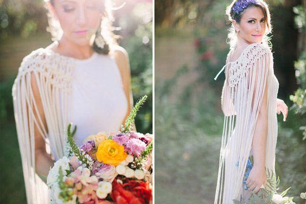 Añade detalles a tu look como una bonita capa realizada en macramé o el trabajo de la espalda de tu vestido de novia. ¡Una idea original y muy fresca!
