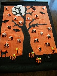 Halloween countdown calendar made with felt...love this idea! Everyone does a Christmas countdown calendar, but a Halloween countdown is just as awesome!