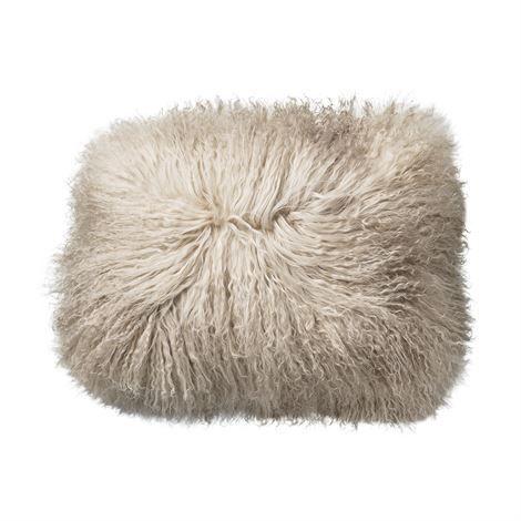 Bloomingville pute tibetansk lammeskinn fra ScandinavianDesignCenter. Om denne nettbutikken: http://nettbutikknytt.no/scandinaviandesigncenter/