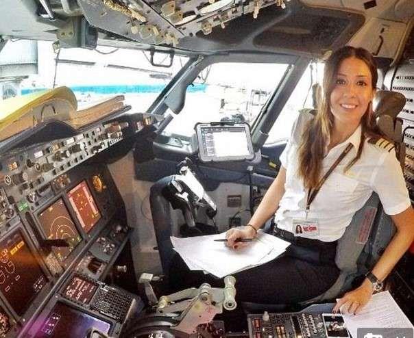 Female pilot Eser Aksan Erdogan pictures,she jets around the world