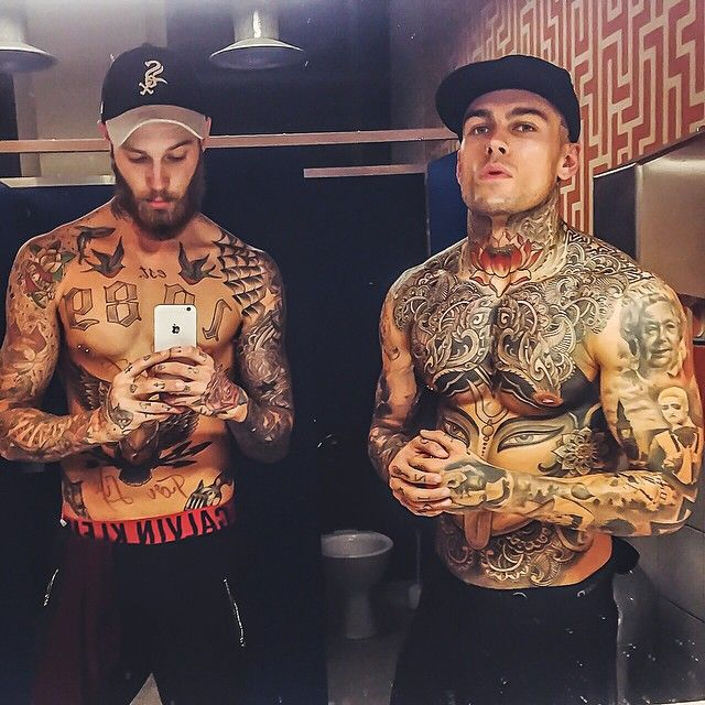 """Work ✔️ gym ✔️ take a selfie by the shitter with a beefy beast ✔️ convince myself @whoiselijah looks bigger because he's standing closer to the mirror and…"""