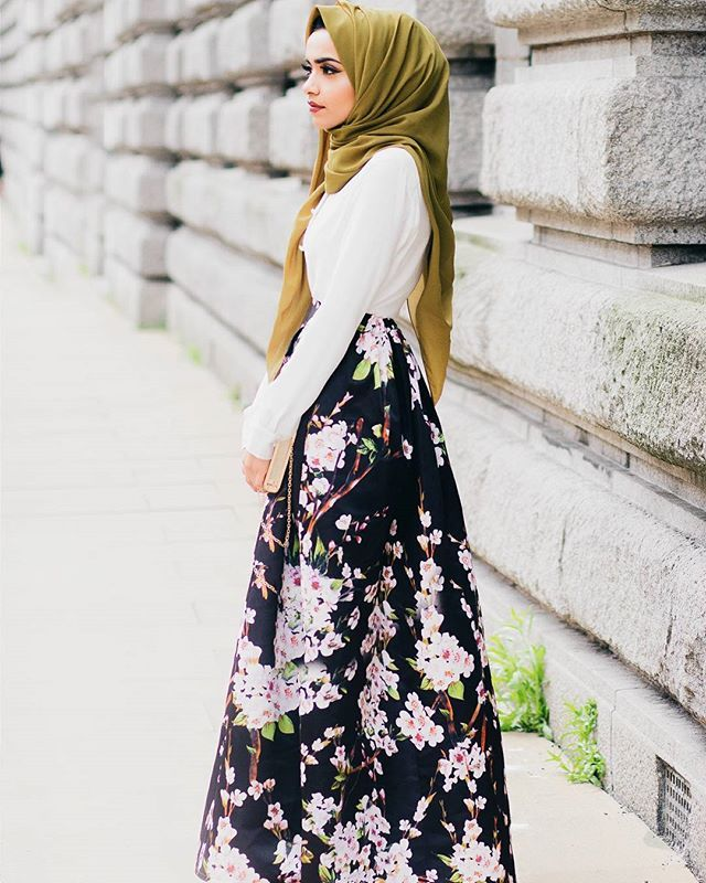 Spring ootd   I love this skirt from @hiddengems_hijab the print is so beautiful ❤ Photo credit :@nabiilabee #ootd #modestfashion #vsco