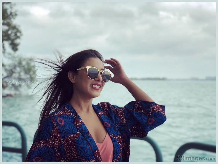 Android Wallpaper – Madhu Shalini Beautiful HD Photoshoot Stills & Mobile Wallpapers HD (1080p)