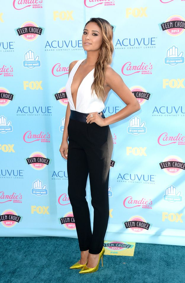 Shay Mitchell sexiest outfit ever red carpet fashion heels shoes love her hair and face and omg so pretty awesome beautiful pll pretty little liars