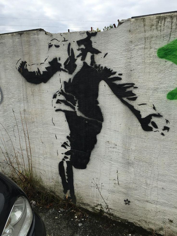 På en mur i Møllendalsveien