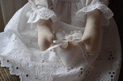 Bonecas de pano para daminhas em casamentos - bonecas de pano porta alianças - anjos de pano para casamentos - anjos de pano porta alianças - requinte em bonecas de pano e anjos de pano para casamentos - luxo em boneca de pano porta alianças - Buquê de Noiva Santo Antônio by Rapariga Arteira