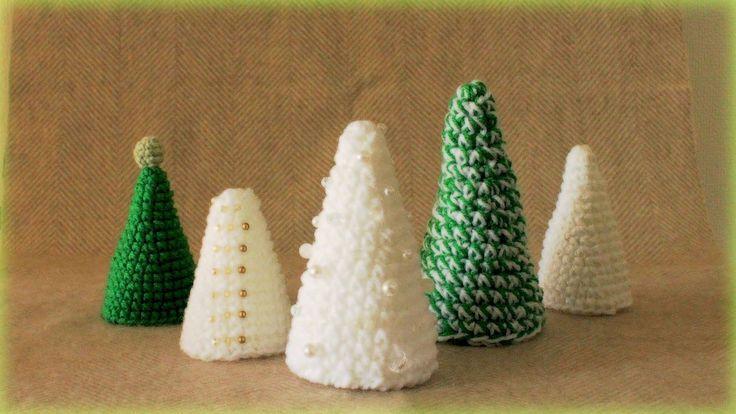 細編みだけでシンプルに編むクリスマスツリーです♪ またまた手のひらサイズで、作りました! ◆手のひらサイズのクリスマスリースの作り方はこちら http://kagiami-handmade.blogspot.jp/2014/10/100_...