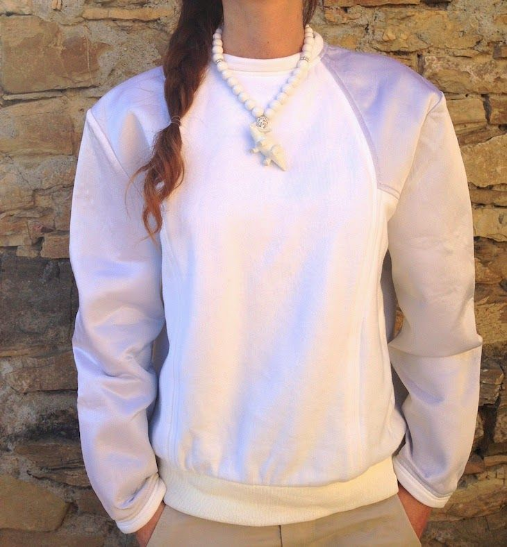 #white #necklace #dinosaurus #cool #triceratope #girl #fashion #summer #fashionblogger #fashionblog #trend #bianco #sweatshirt #summer #simple #elegant #chic #style #gioielli   NECKLACE by @emily enid Bijoux worn by @FASHIONAMY by Amanda Marzolini by Amanda Marzolini White outfit sweatshirt idea, tricerathope necklace dinosaurs, collana bianca dinosauro triceratopo fusabijoux,outfit bianco, funny jewels, ...