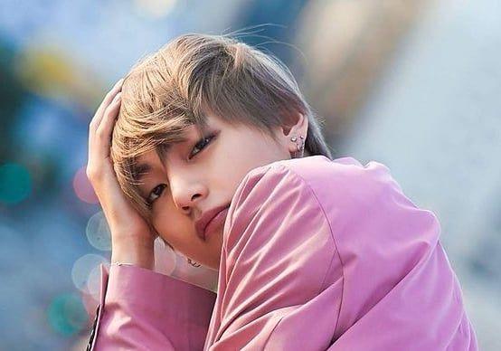 BTS (防弾少年団) - Kim Taehyung (V)