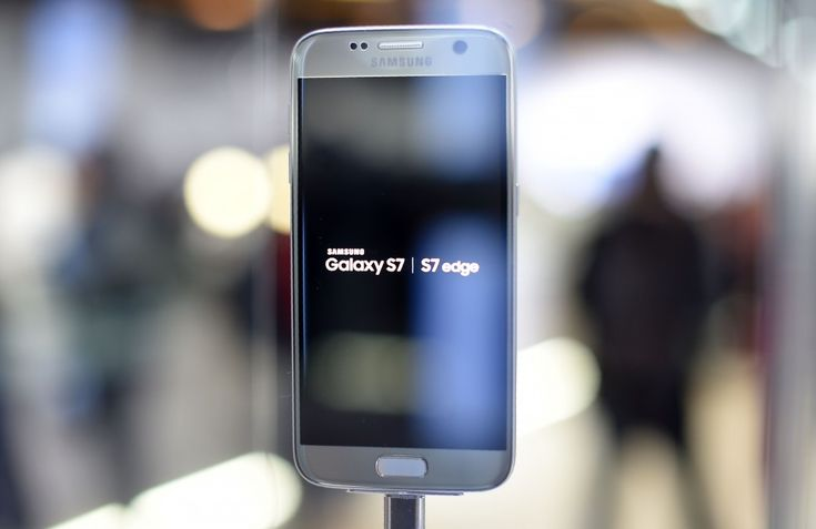 Samsung Galaxy S7 edge has taken the crown as the best smartphone camera at DxOMark's test labs. DxO Labs which tests the camera for their inclusion in the DxOMark mobile camera category has rated S7…