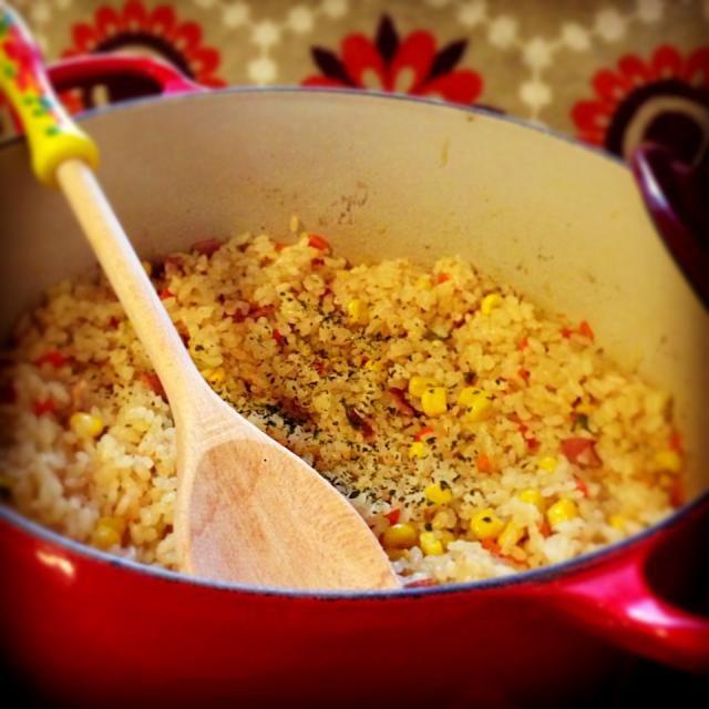 炊飯器でご飯たくより早く炊けちゃうピラフ。  でもお鍋で炊くからご飯が美味し♡  いつものシジミエキスで。 - 102件のもぐもぐ - ルクルーゼで簡単シジミピラフ by aiko0111