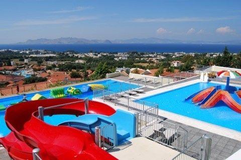 Aegean View Aqua Resort is een waar paradijs voor het hele gezin, schitterend gelegen tussen de heuvels met een adembenemend panoramisch uitzicht over het eiland en de Egeïsche Zee.De ruime kamers in leuke bungalowstijl zijn verspreid over het complex omgeven door prachtige tuinen, fijne zwembaden en ook het All Inclusive concept is zeer uitgebreid. Optimaal genieten in het Aegean View Aqua Resort!