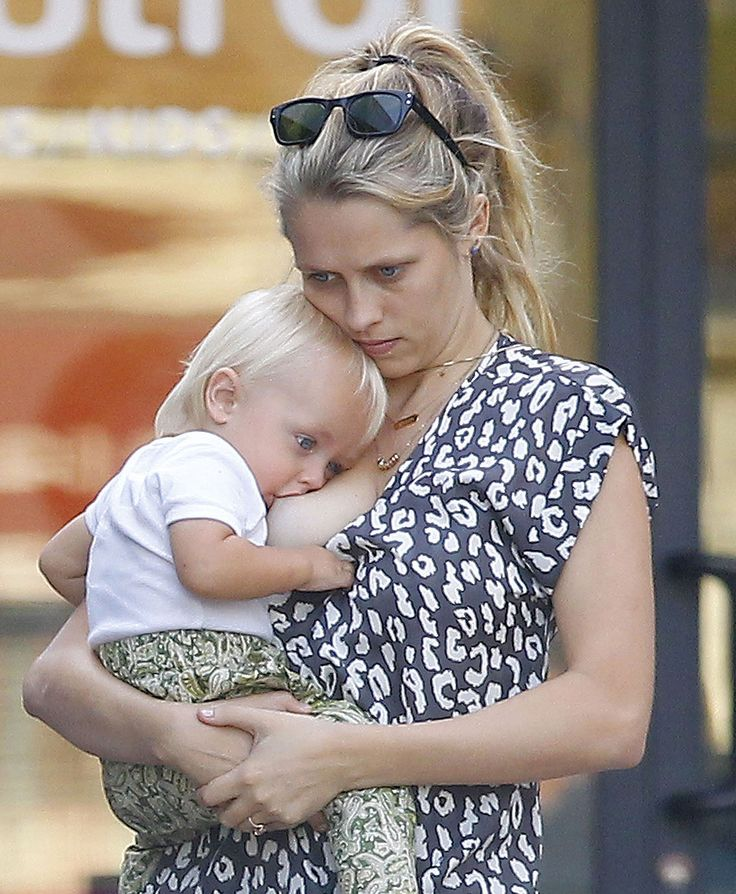 Teresa Palmer - Breastfeeding Her Kid While Out In Los -2532