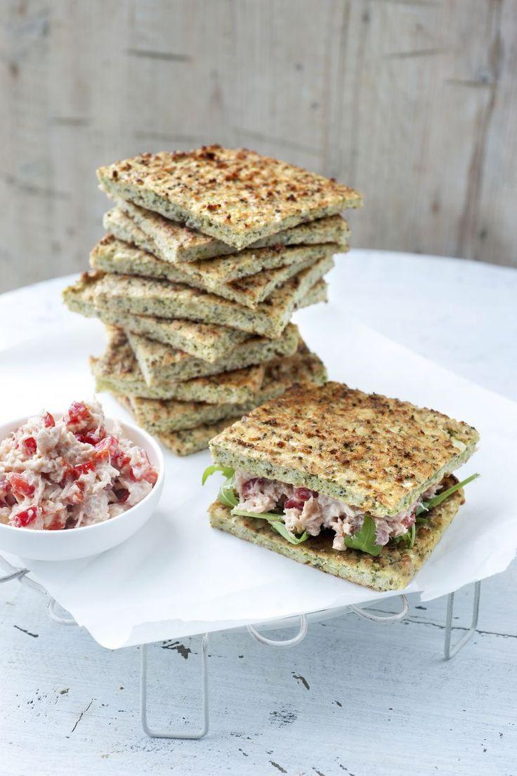 Gezond smoske met broccolibrood en tonijnsalade  http://www.njam.tv/recepten/gezond-smoske-met-broccolibrood-en-tonijnsalade